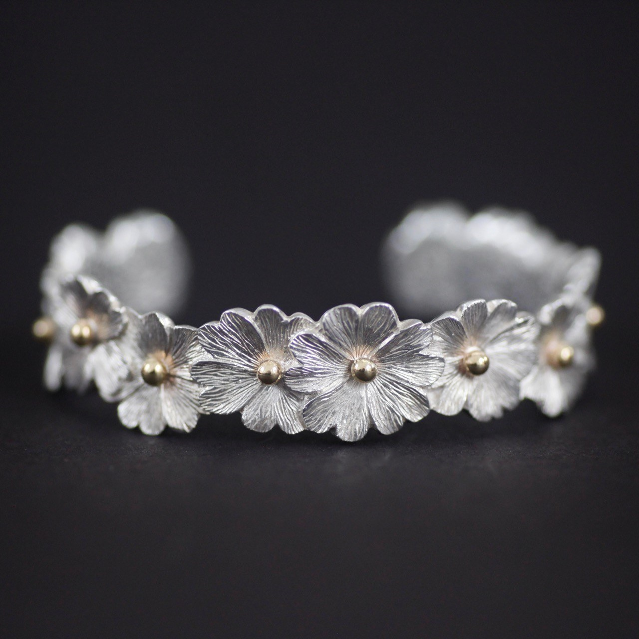 Malcolm Appleby Primrose Bangle featured in online auction